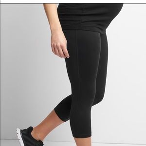 Maternity GapFit Blackout Full Panel Capris